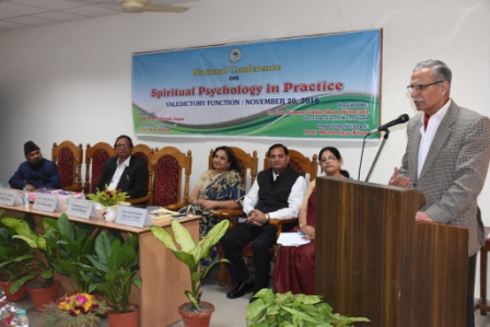 amu-vice-chancellor-lt-gen-zameer-uddin-shah-addressig-the-concluding-session-of-the-national-seminar-on-spritual-psychology