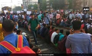 Students block railway tracks in Mumbai, demand jobs