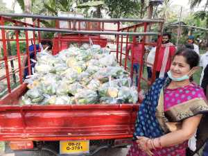 Meet this 57 year old lady farmer who distributes free vegetables in 15 villages during lockdown