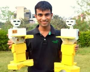 बिट्टू मिश्रा अपने रोबोट के साथ