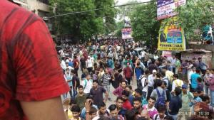 दिल्ली के मुखर्जी नगर में बाहरी छात्रों पर हो रहा है हमला, पुलिस ने मदद के बजाए छात्रों को ही पिटा