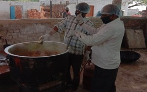 देश के बड़े शहरों में प्रवासी मजदूरों की मदद कर रही है रेनड्रॉप्स फाउंडेशन