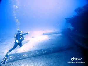 Wreck - Navy Tug - Diver - Tersa - pointing at rays