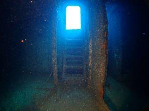 wreck - Seatiger - doorway inside