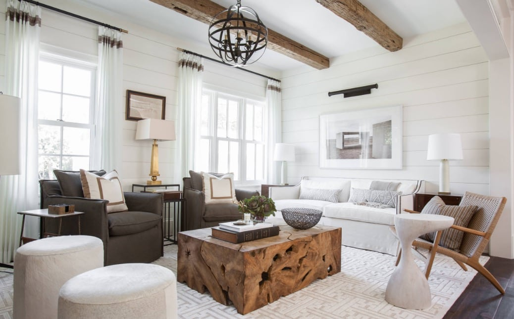 living room with two white puffs and two gray armchairs - The 4 most common mistakes in the living room and tips to correct them