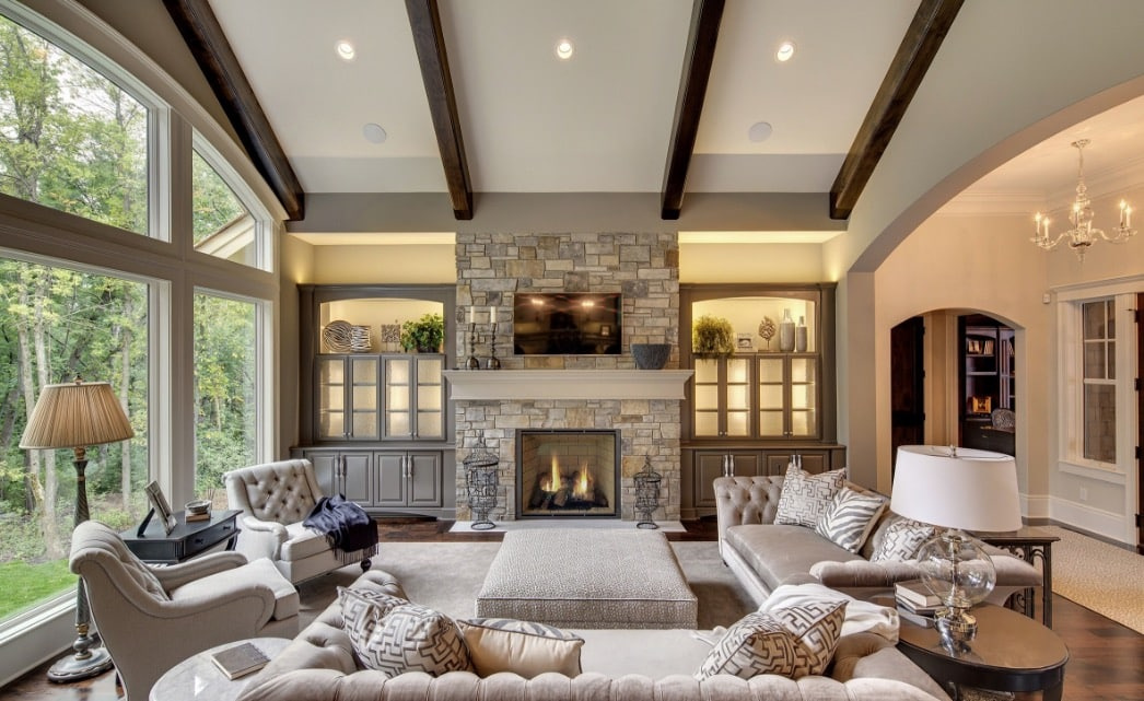 living room with fireplace and a puff in the center - The 4 most common mistakes in the living room and tips to correct them