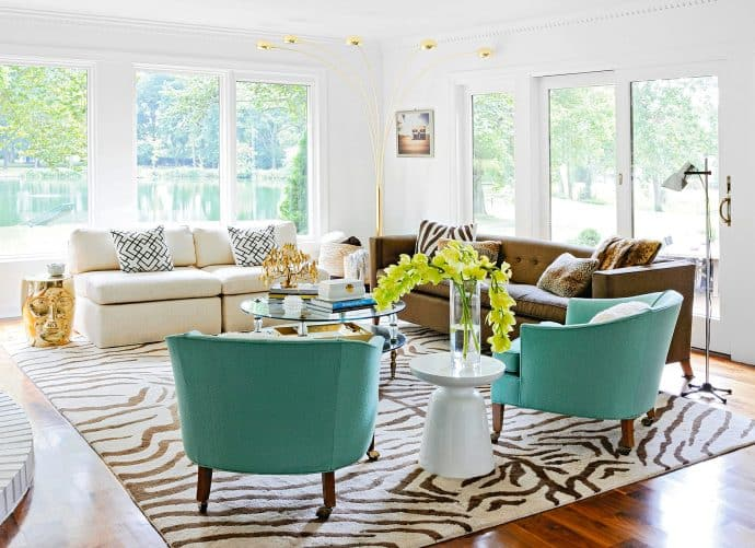 white room with two blue armchairs and two sofas - 5 rules in Interior Design that we are begging you to break!