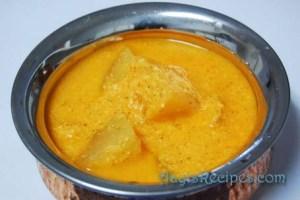 Ash gourd in coconut-buttermilk gravy (Boodugumbala sasmi)