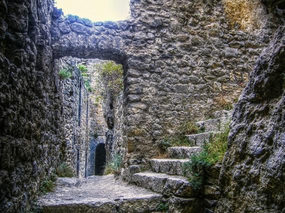 Crusadres massacre in a Castle,jpg