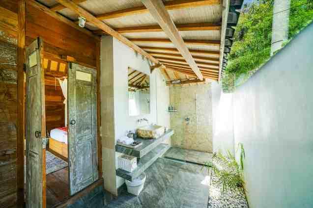 Villa Iluh Bedroom 2 Bathroom