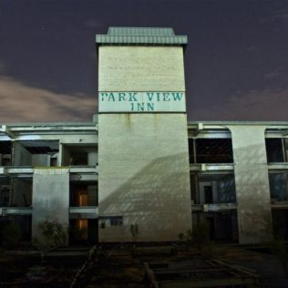 Park View Inn   Photo © 2009 YourMainParadox
