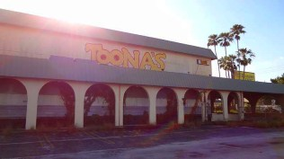 Toonas - Photo by 808shirts, 2014