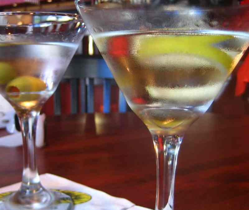 Craft vs. Volume: How to Offer Craft Cocktails while Keeping Up with a Busy Bar