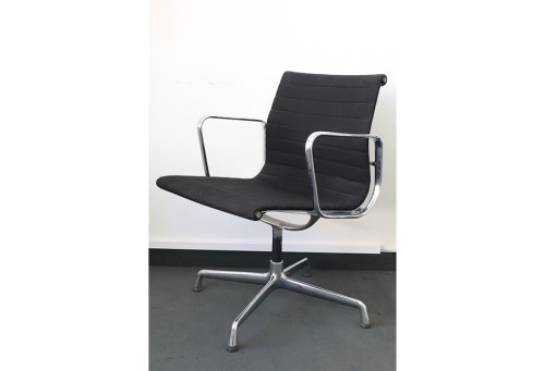 Stuhl Vitra EA 108