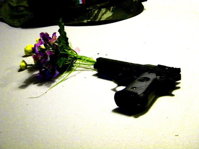 una pistola fiorita