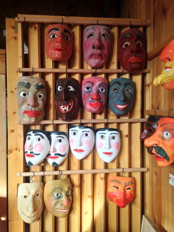 Maschere di Carnevale tradizionali realizzate dall'azienda Legnostile dei F.lli Plozzer di Sauris (UD)