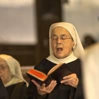 Sœur Claire en pleine psalmodie ou le souffle de l'esprit saint