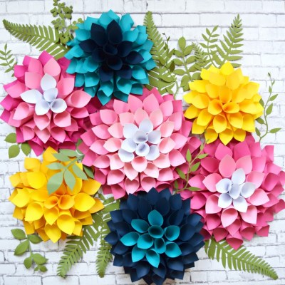 DIY Giant Dahlia Paper Flowers- How to make a flower wall.
