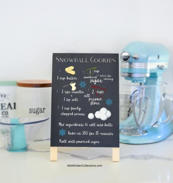 DIY Christmas Wood Signs with VInyl: Make your own custom recipe sign as a Christmas gift or specail decoration. Free recipe SVG Files for Cricut or Silhouette