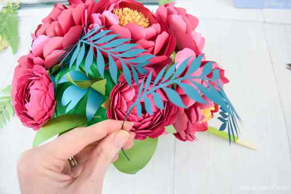 Adding vines to your paper flowers bouquet