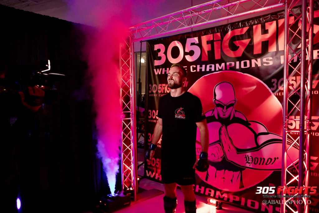 305 FIGHTS 9_26 WM-117