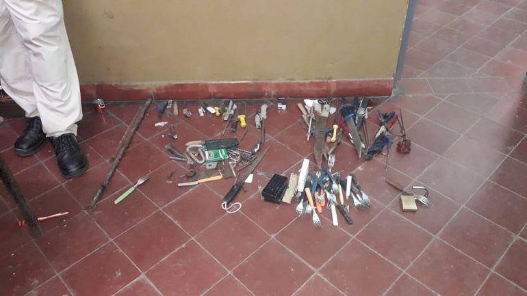 Algunos de los elementos incautados en el penal de San Pedro.