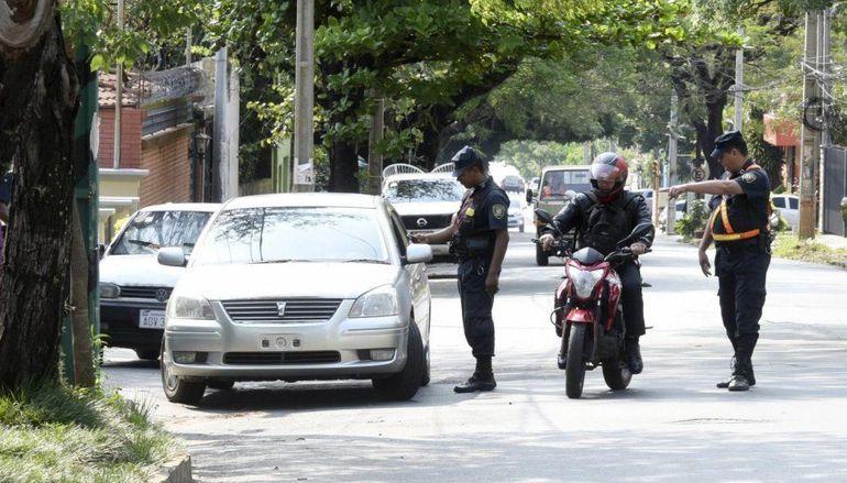 Los asaltantes simularon un barrera policial para  alzarse con el millonario botín.