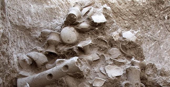 Descubren un pozo con objetos de culto de hace 3.500 años