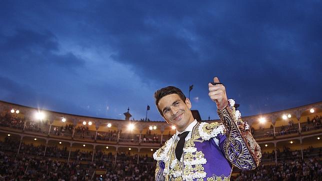 Manzanares: «Me encanta compartir trofeo con mis toreros de plata»
