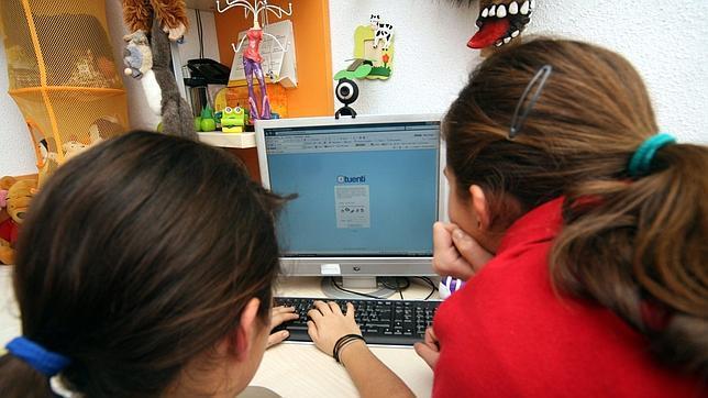 Las redes sociales, medios de «ciberacoso» para el 60% de los padres