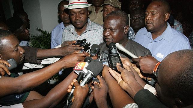 Los sindicatos suspenden la huelga en Nigeria tras bajar el presidente el precio de la gasolina