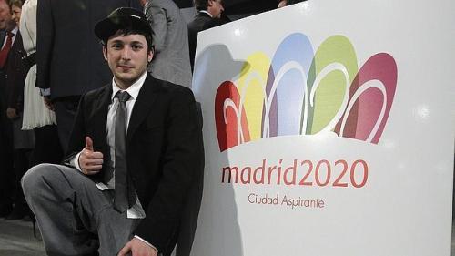 Luis Peiret, autor de la idea original, con el logo definitivo de Madrid 2020