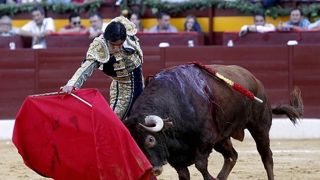 Faena cara de Perera en la corrida de nueve euros