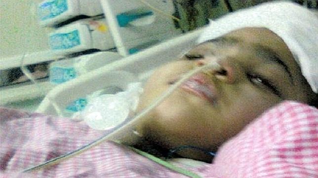 Muere Lamaa, una niña saudí de cinco años torturada por su padre
