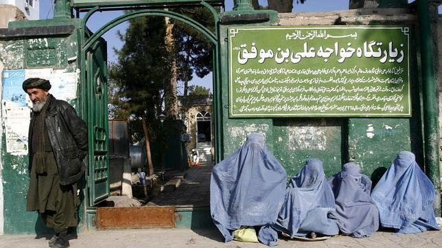 Un grupo de mujeres mendiga en Herat, Afganistán / FOTO: EFE.