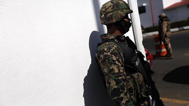 Soldados mexicanos, en un control en la localidad de Veracruz, el pasado lunes / FOTO: REUTERS
