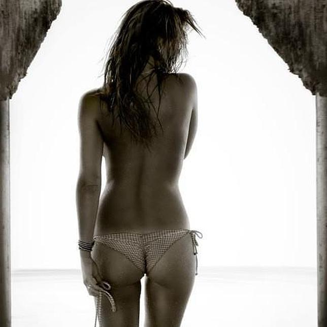 https://i1.wp.com/www.abc.es/Media/201212/04/bar-refaeli-desnuda-twitter--644x644.jpg