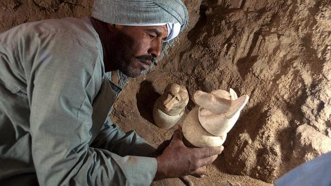 Hallan un cementerio de hace 3.000 años dentro de un templo faraónico en Luxor