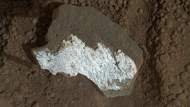 El Curiosity halla una extraña roca blanca en Marte
