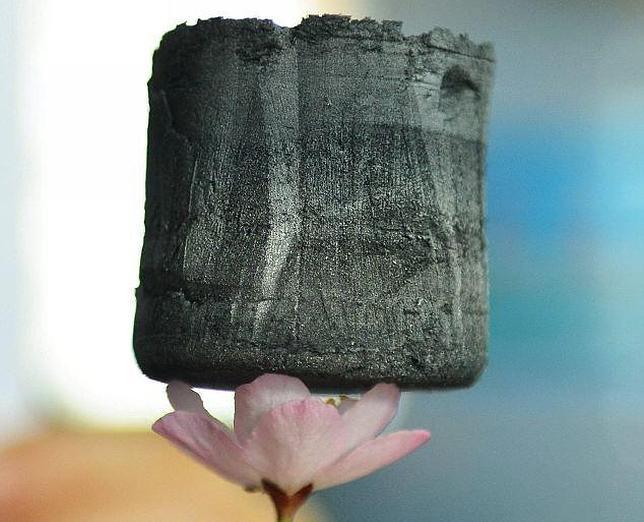 Aerogel de grafeno: El material más liviano jamás logrado