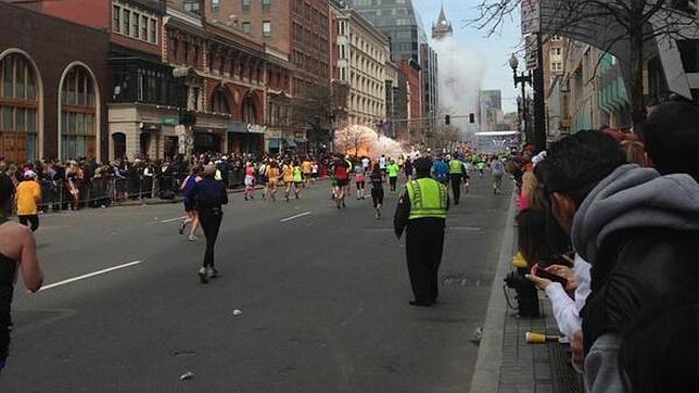 Al menos tres muertos por dos explosiones en el maratón de Boston