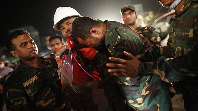 Un incendio acaba con la última superviviente del derrumbe en Bangladesh