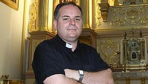 Destituyen a un párroco de Churra tras la difusión de fotos de contenido sexual