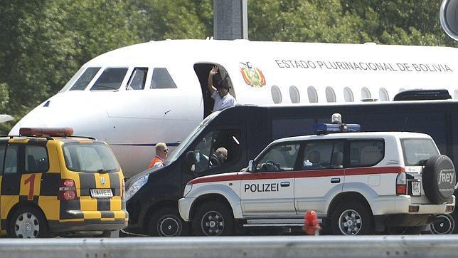 La retención de Morales en Viena produce una crisis diplomática