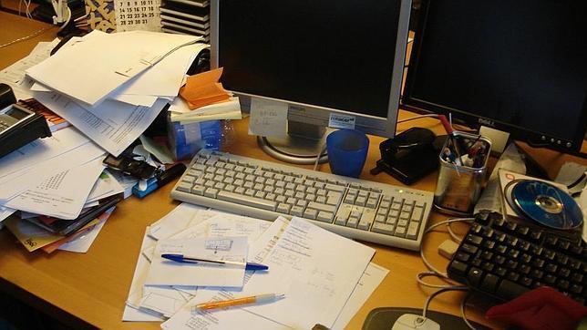 Resultado de imagen para desorden de papeles en el escritorio