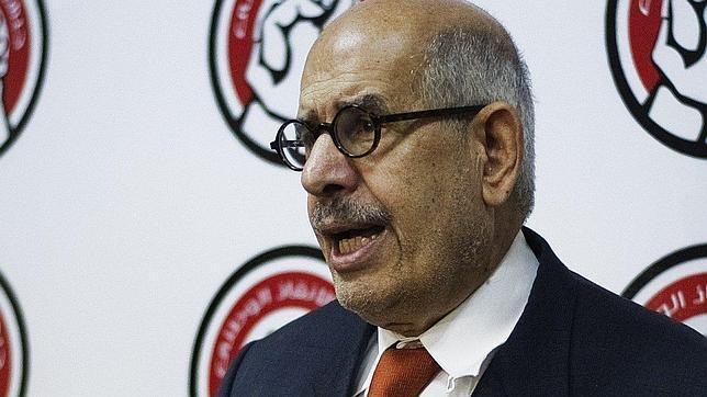 El Baradei dimite como vicepresidente: «Pido al Altísimo que preserve Egipto»