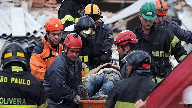 Al menos siete fallecidos tras el derrumbe de un edificio en construcción en Sao Paulo