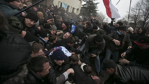 Fuerzas prorrusas toman el Parlamento y la sede del Gobierno provincial de Crimea
