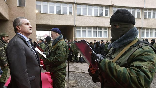 Tropas rusas procedentes de Crimea invaden la Ucrania continental