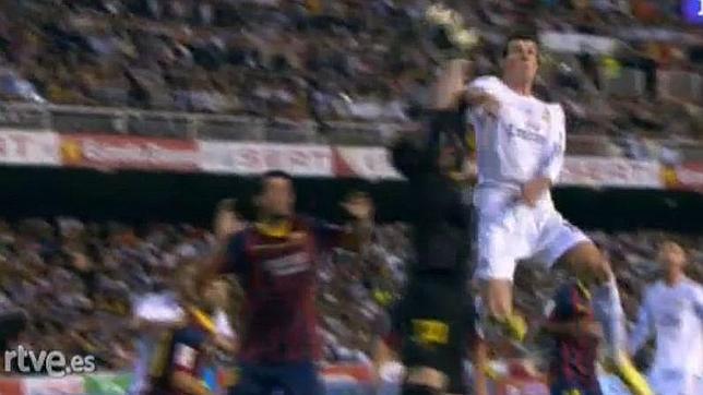 Gol anulado a Gareth Bale en la final de Copa